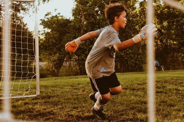enfant faisant du sport
